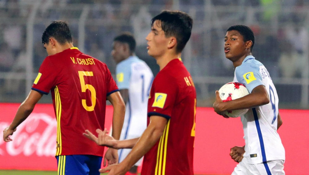 Inglatera celebra un gol ante España