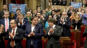 Los diputados de Junts pel Sí con los lazos amarillos