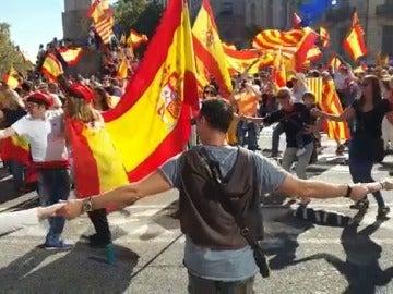 Sardana con el himno de España