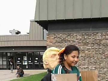 El disfraz 'deportada por Trump'