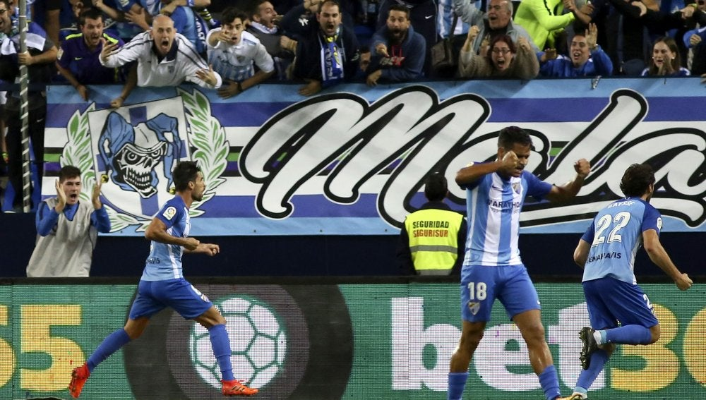 Adrián González celebra su gol ante el Celta