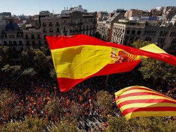 Banderas españolas y catalanas