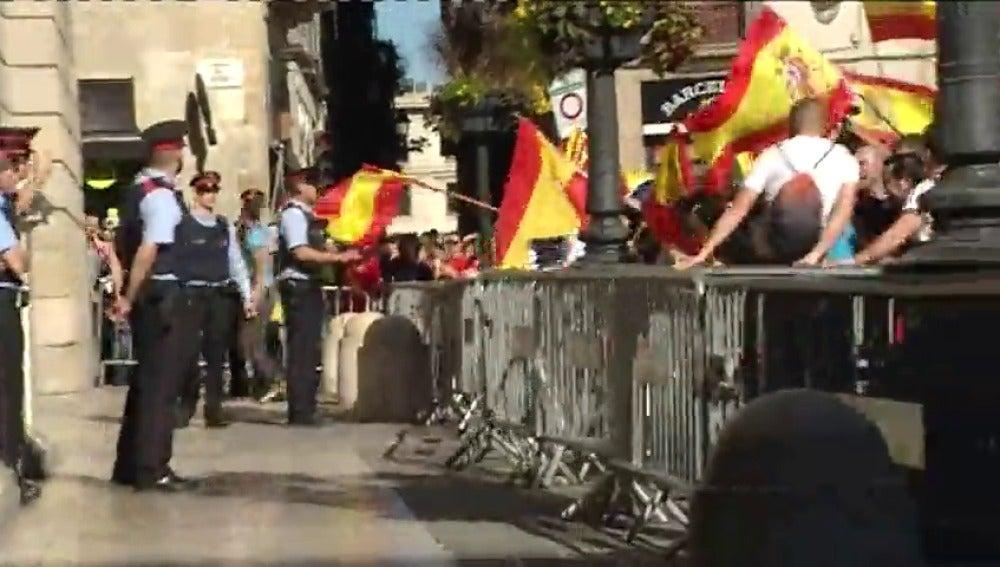 Crispación contra los Mossos ante la Generalitat: