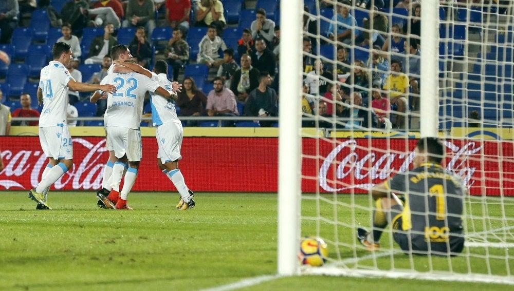 Los jugadores del Deportivo celebran uno de los goles contra Las Palmas