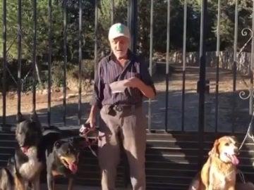 La conmovedora petición de un hombre con cáncer que busca dueño para sus perros