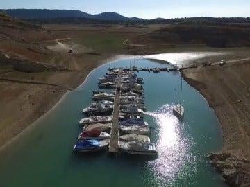 Los pueblos ribereños de los embalses afectados por la sequía también se secan