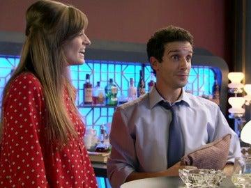 Ignacio consigue que el cantante Raphael le concede una entrevista en exclusiva a Susana