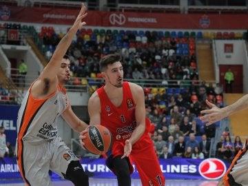 Nando de Colo, en acción ante Valencia Basket