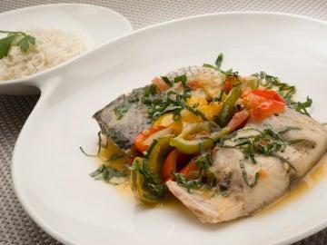 Corvina en salsa con arroz blanco