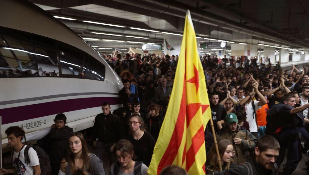 Los manifestantes ocuparon la estación de Barcelona-Sants