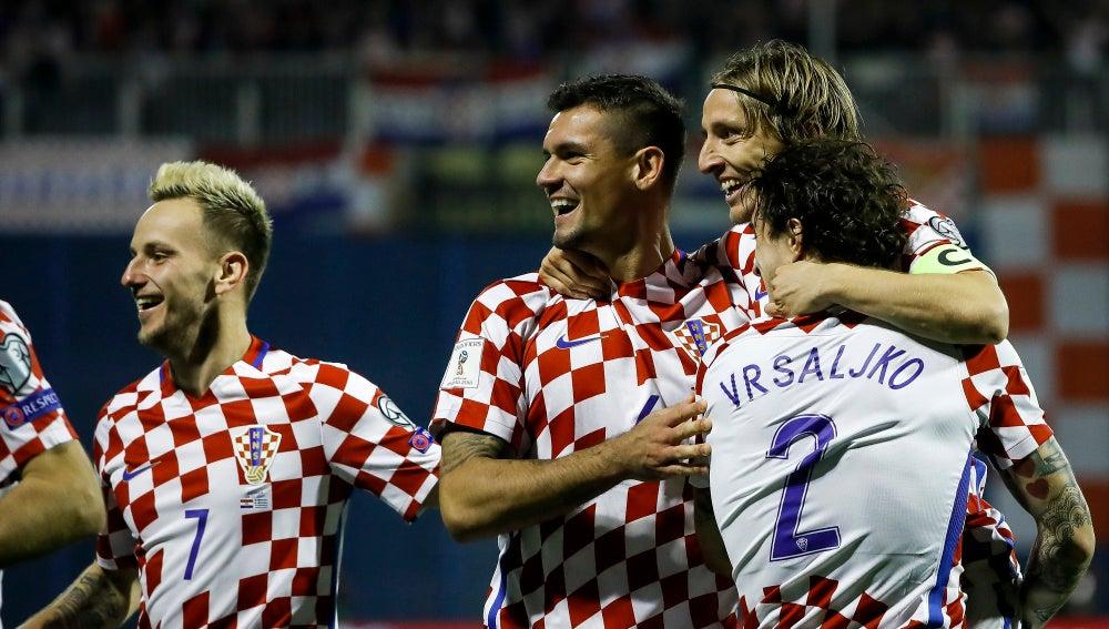 Los jugadores croatas celebran un gol ante Grecia