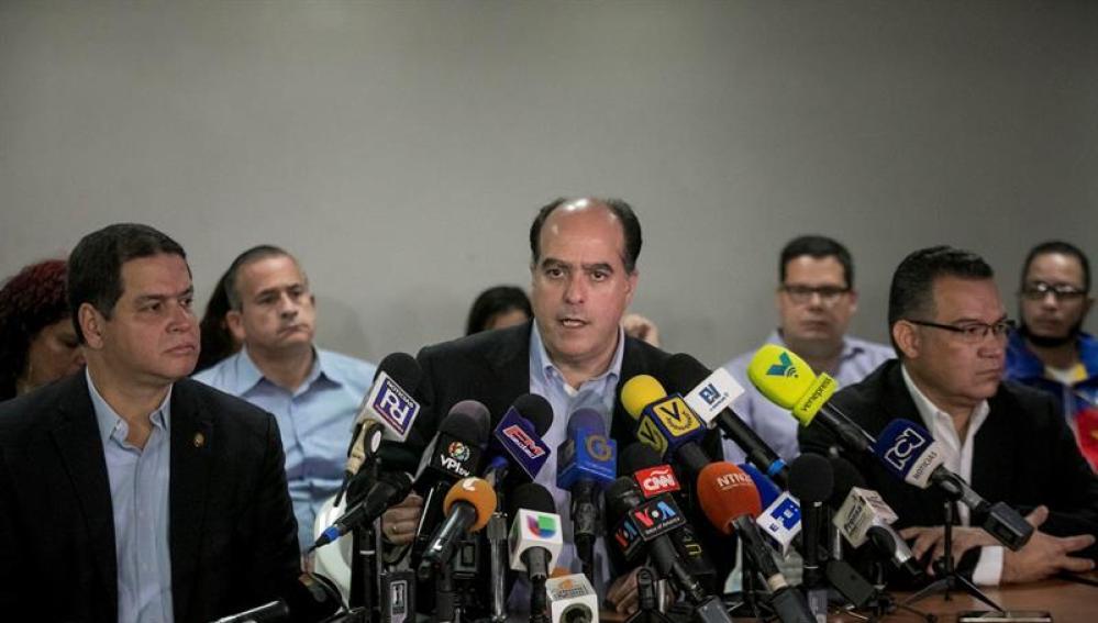 El jefe negociador de la Mesa de Unidad Democrática, Julio Borges