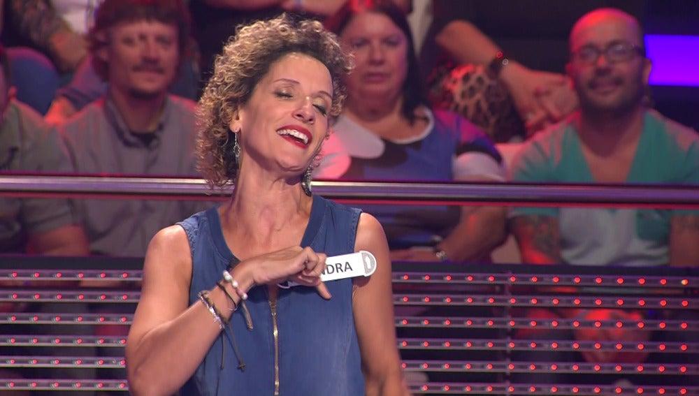 Una concursante interpreta 'Estando contigo' en lenguaje de signos