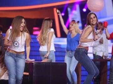 Lucía Gil detiene el tiempo con Conchita para interpretar 'Las ocho y diez'
