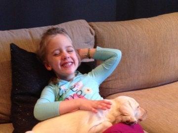 Maia, feliz de reencontrarse con su labrador