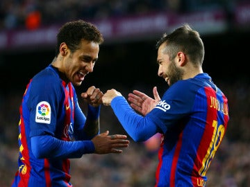 Jordi Alba y Neymar celebran un gol en la etapa del brasileño en el Barça