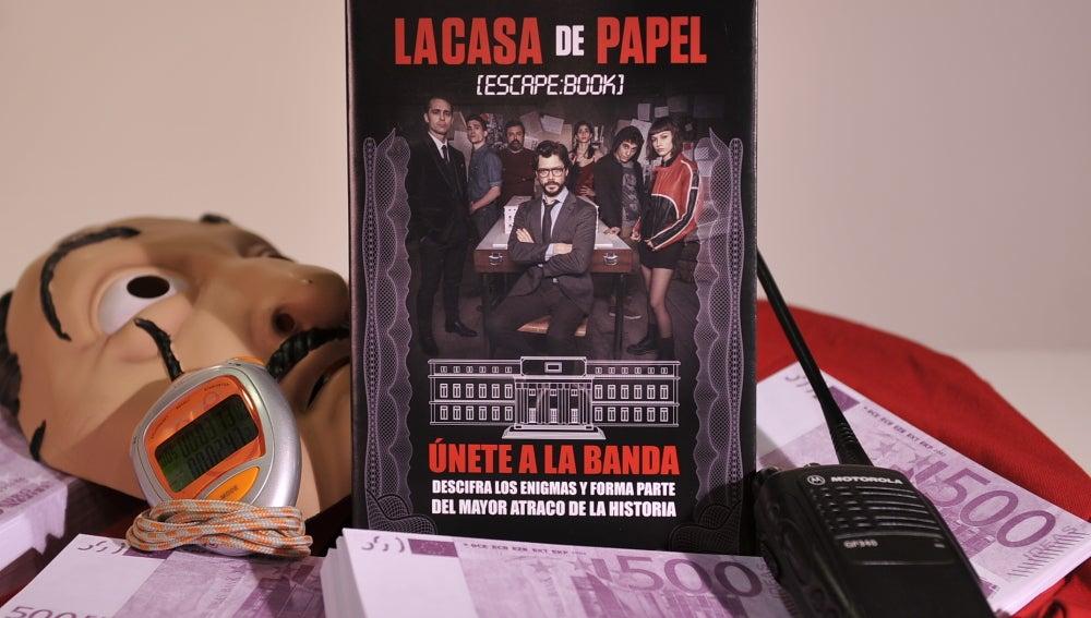 ¿Quieres conseguir un libro de 'El Profesor' firmado por el protagonista de 'La casa de papel'?