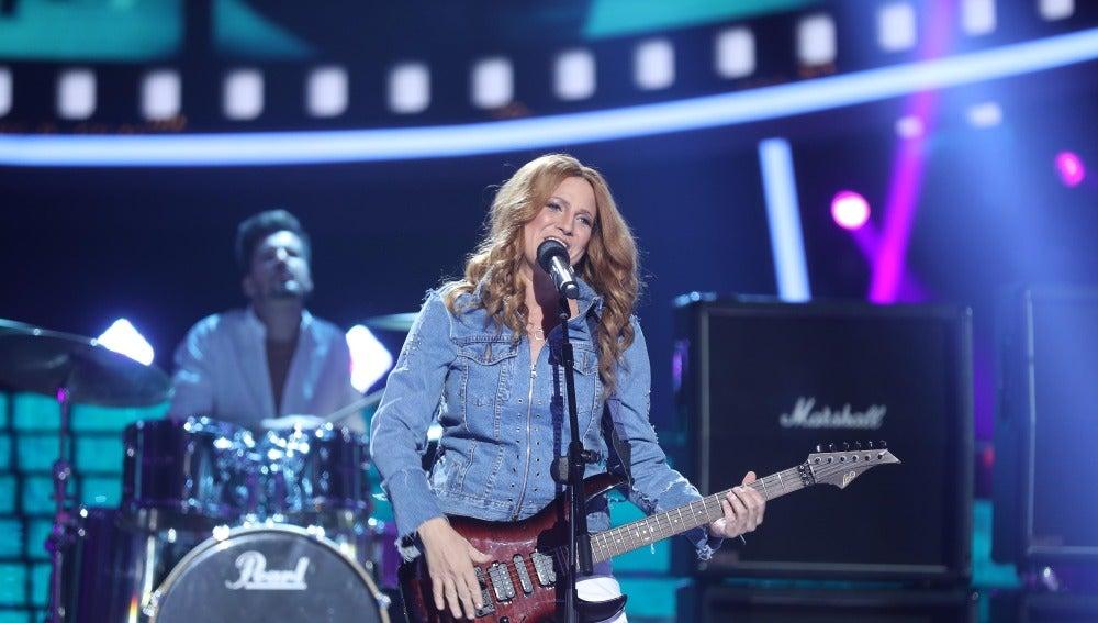 Una Lucía Jiménez entregada como Sheryl Crow versiona el éxito internacional 'All I wanna do'