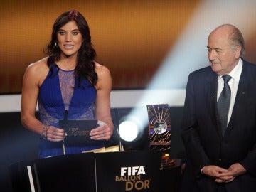 Hope Solo y Blatter, en la gala del Balón de Oro de 2013