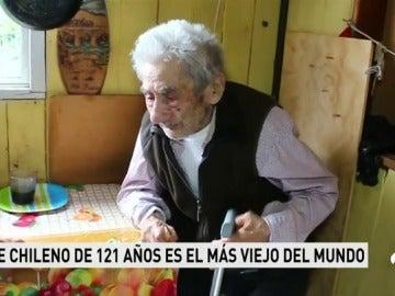 Una vecina cuida al hombre más viejo del mundo desde hace más de 20 años
