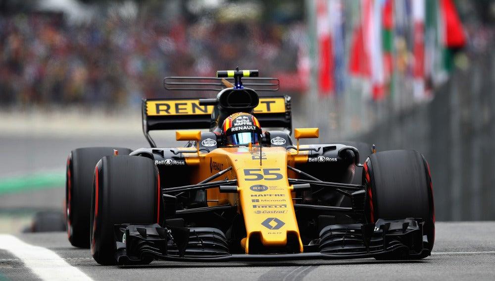 Carlos Sainz, a bordo de su Renault