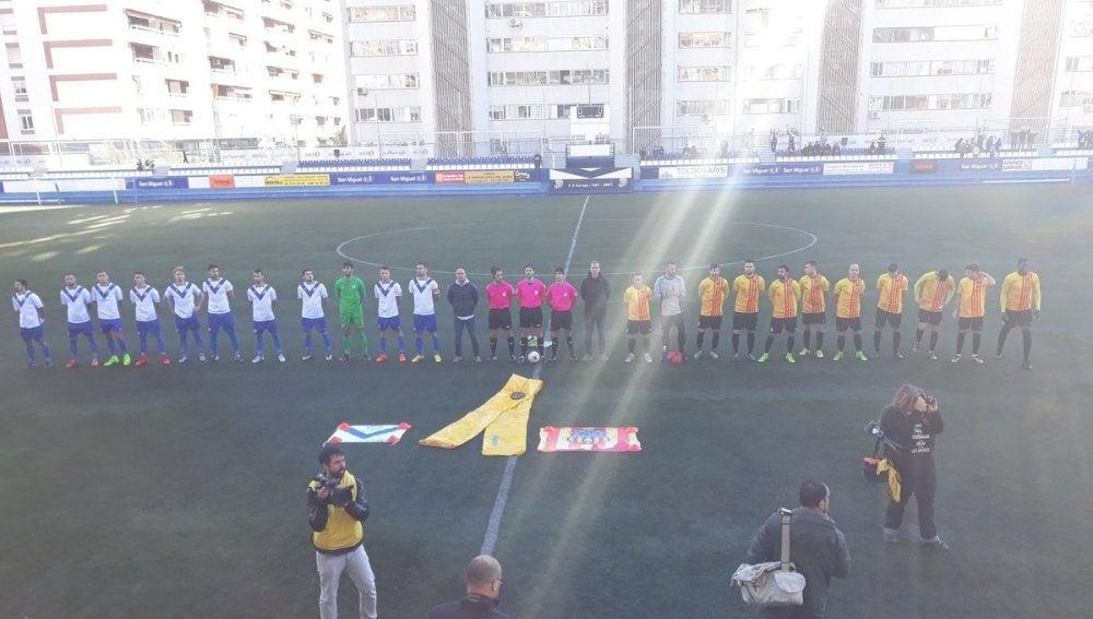 Imagen del Europa - San Andreu, con el lazo amarillo