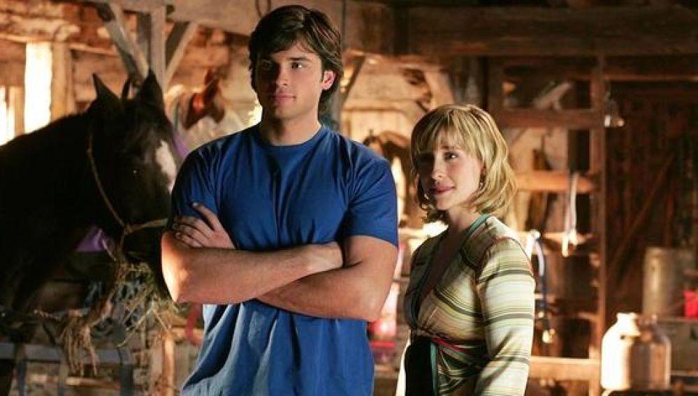 Allison Mack junto al protagonista de 'Smallville'