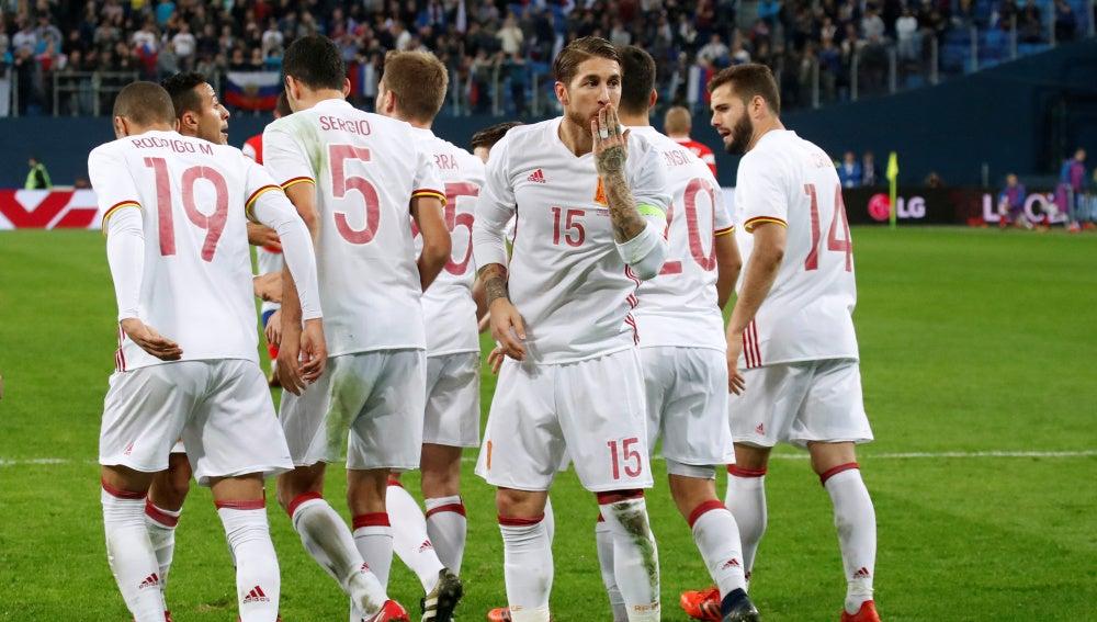 Sergio Ramos celebra uno de sus goles contra Rusia