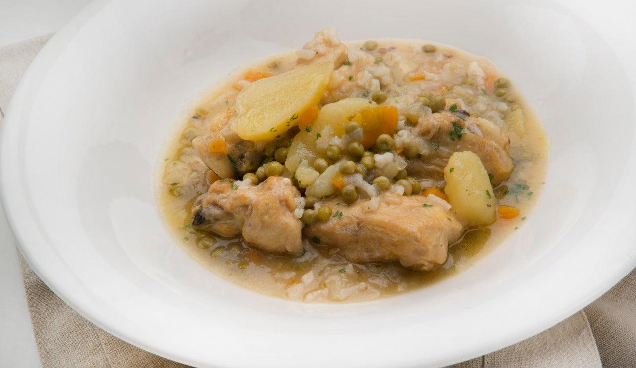 Guiso de pollo con patatas y arroz