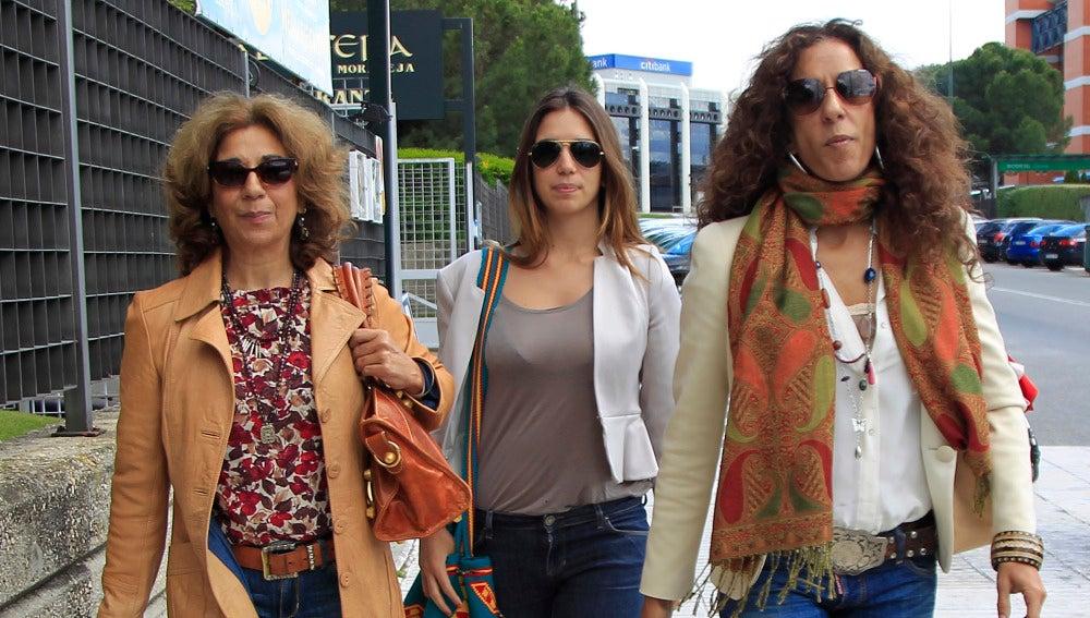 Lolita Flores, Rosario Flores y Elena Furiase