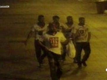 """'La Manada' defiende que les denunciaron falsamente de violación múltiple en San Fermín: """"Si la hubiéramos invitado a una cerveza no habría pasado esto"""""""