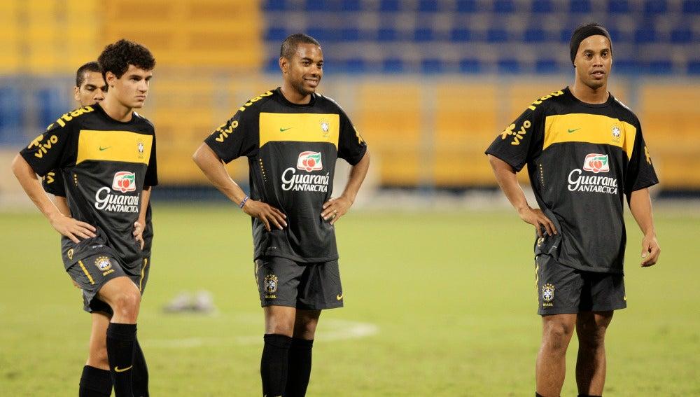 Coutinho, Robinho y Ronaldinho, durante un entrenamiento con Brasil
