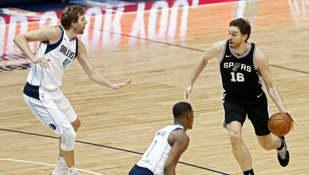 Pau Gasol, en acción ante los Dallas Mavericks