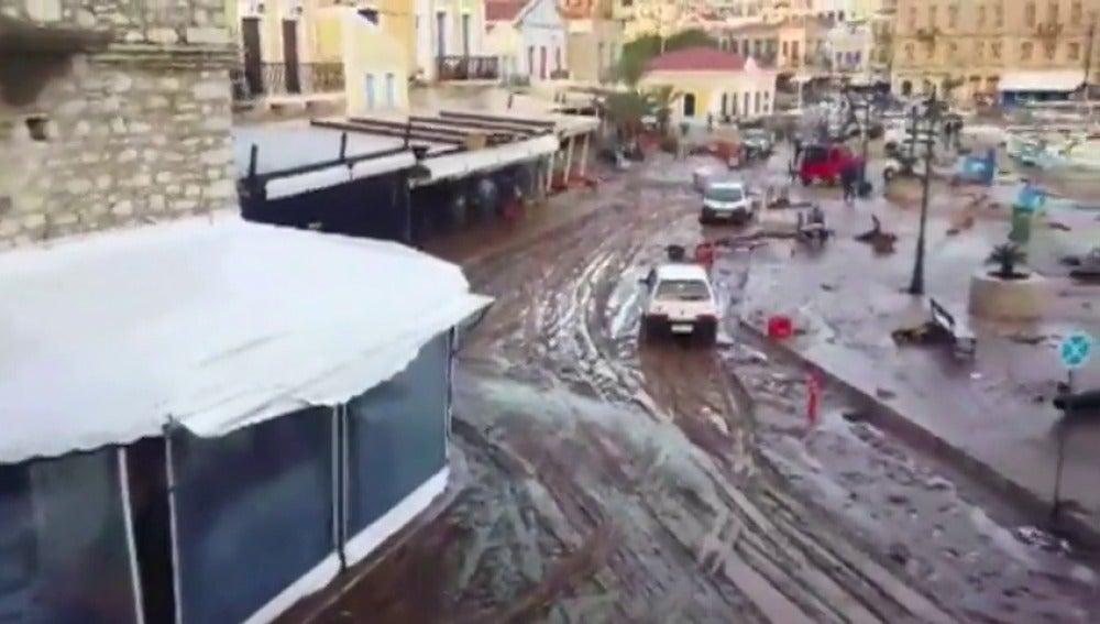 Estados de emergencia en la isla griega de Simy