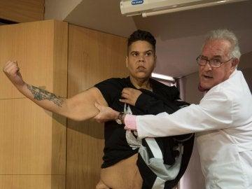 Juan Manuel Heredia junto a su doctor