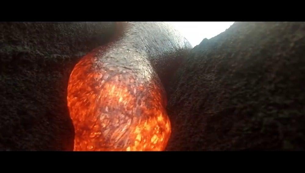 Una cámara GoPro cae dentro de volcán y no sufre daños