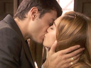 El beso entre Julieta y Prudencio que destroza a Saúl