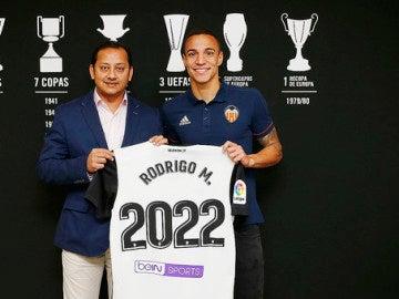 El Valencia anuncia la renovación de Rodrigo