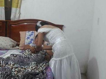 Acude a visitar a un paciente el día de su boda