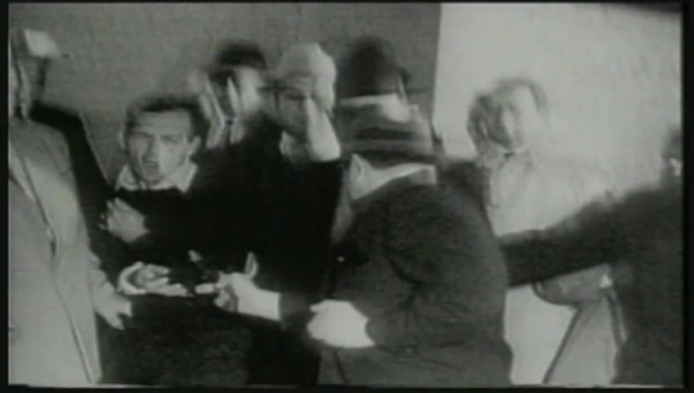El supuesto asesino de Kennedy era tiroteado dos días más tarde del magnicidio