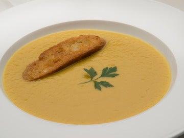 Crema de puerros con pan al ajo