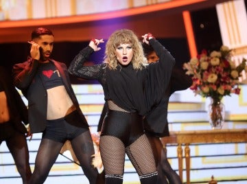 Lucía Gil se transforma en una diva para versionar 'Look what you made me do' como Taylor Swift