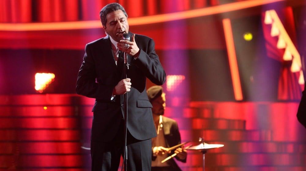 Raúl Pérez se mete en la piel de Leonard Cohen para cantar 'Dance me to the end of love'