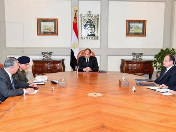Abdelfatah Al Sisi durante un encuentro con miembros de su Gobierno