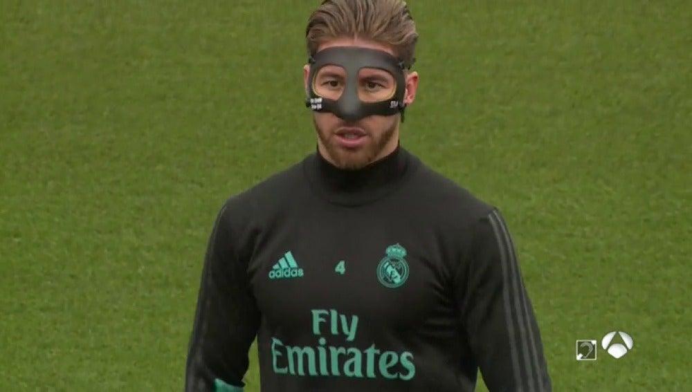 """Bromas para Sergio Ramos en el entrenamiento por su máscara: """"Lo que te faltaba ya..."""""""