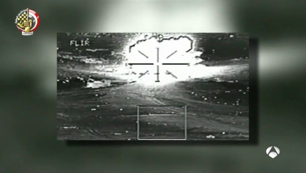 Aviones de combate egipcios bombardean Sinaí del Norte tras la matanza en el atentado contra la mezquita de Al Rauda