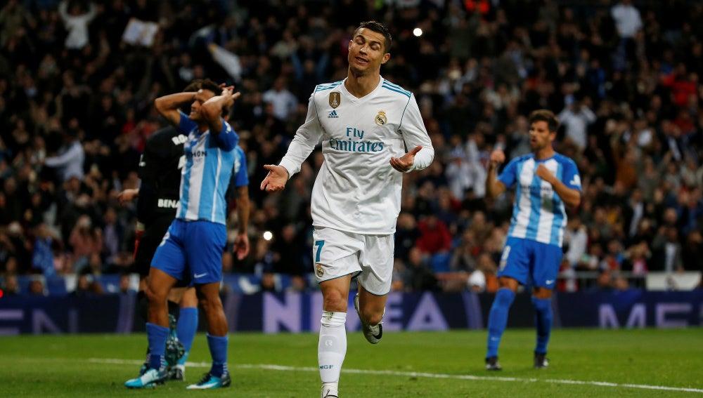 Cristiano Ronaldo celebra su gol de penalti contra el Málaga