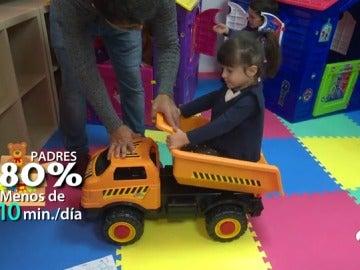 Solo el 20% de los padres asegura que juega con sus hijos más de diez minutos al día