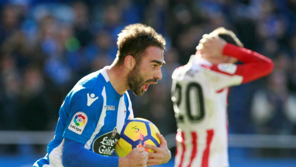 Adrián López celebra un gol