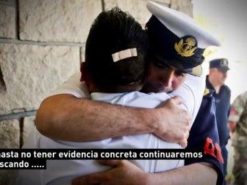 El momento en que la Armada Argentina informa a las familias sobre la explosión en el submarino ARA San Juan